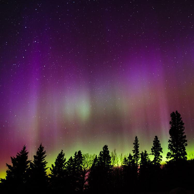 The full color spectrum of the aurora borealis