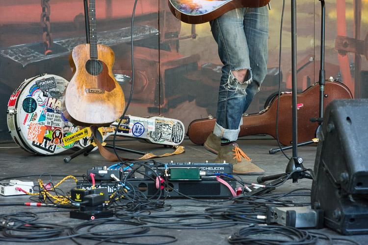 Steve Poltz stage presence - gear details