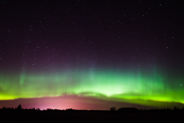 Aurora borealis crown begins moving