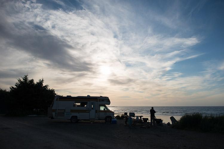 RV at Agate Beach at sunset - Haida Gwaii - Naikoon - Tow Hill