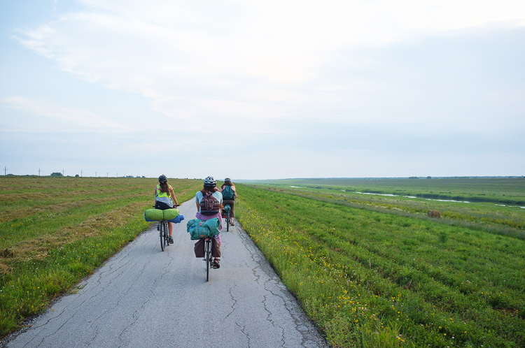 Cycling out to the Winnipeg Folk Festival - Bike ride to the site