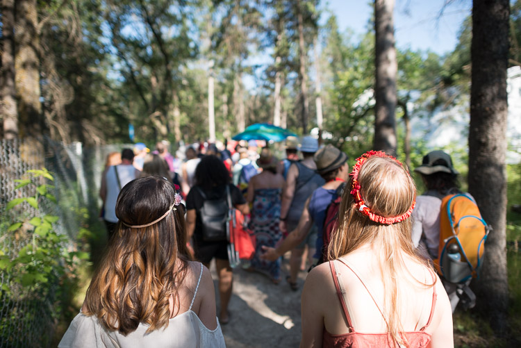 Walking to Spruce Hollow stage