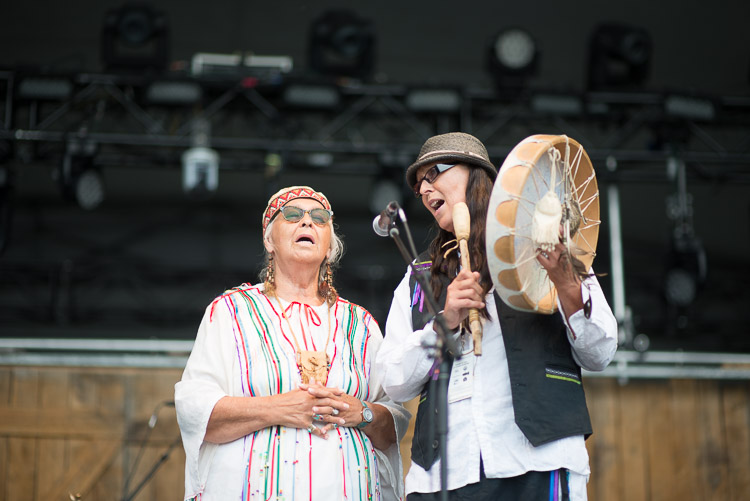Elder Mae Louise Campbell and her daughter officially kick off Winnipeg Folk Festival 2016